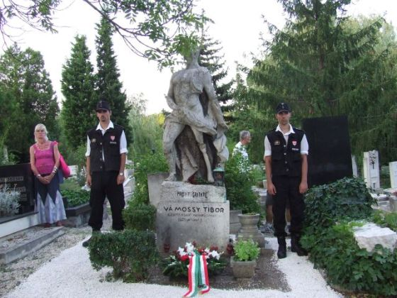 monumento guardias Rongyos