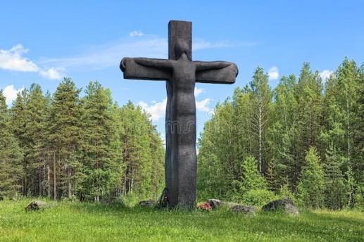 cross-sorrow-karelia -russia-julio-dedicado-a-soldados-que-pereció-invierno-guerra-unión soviética-atacada