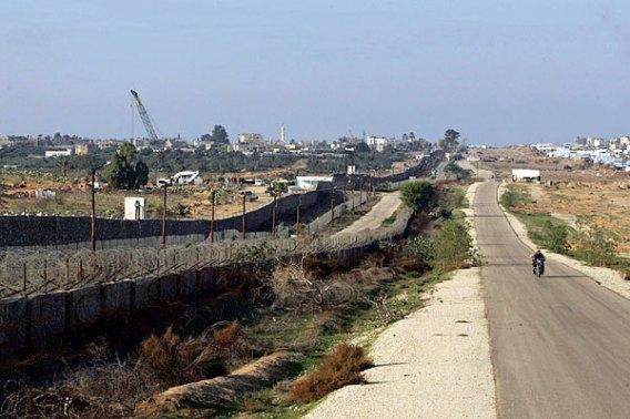 1214-gaza-wall-egypt